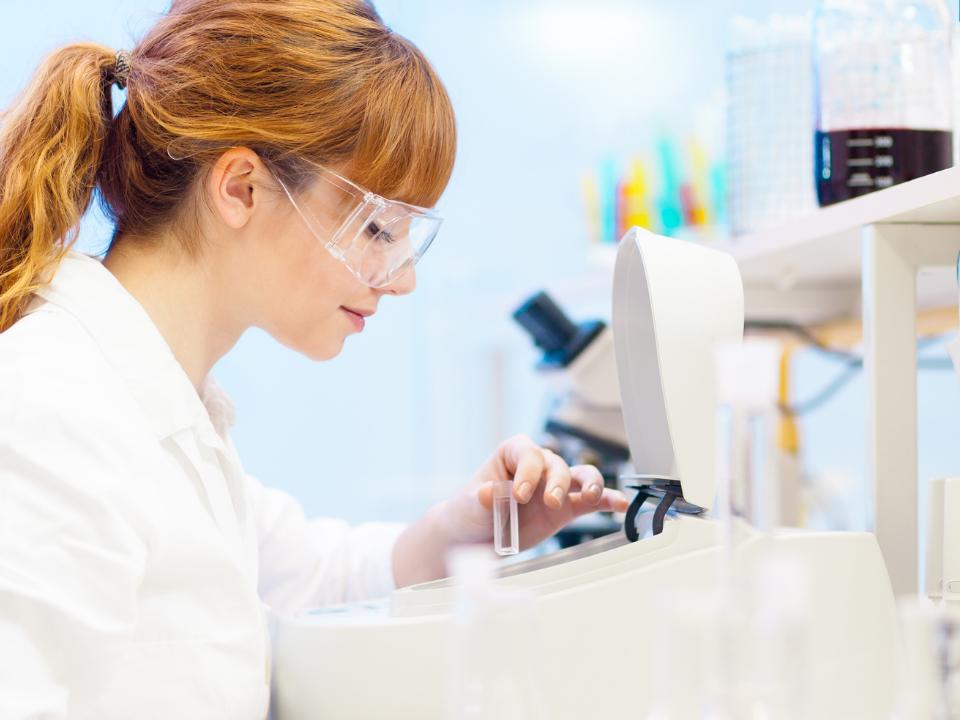 Para garantir a certeza de seus resultados estar com os equipamentos de seu laboratório em dia é indispensável!
